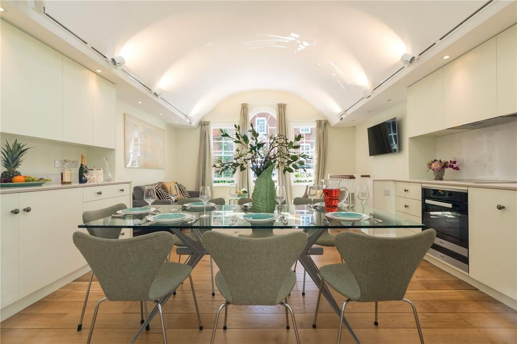 St. Petersburgh Mews, Notting Hill Gate, London, W2 4JT